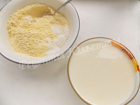 смешиваем по отдельности сухие и жидкие компоненты