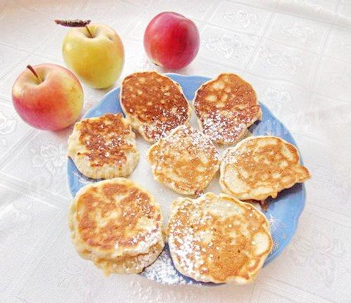 бисквитные оладьи с яблоками