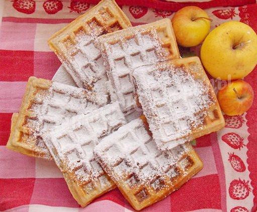 бельгийские яблочные вафли с корицей