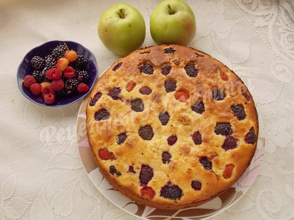 ягодно-яблочный пирог
