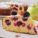 ежевичный пирог с малиной и яблоками