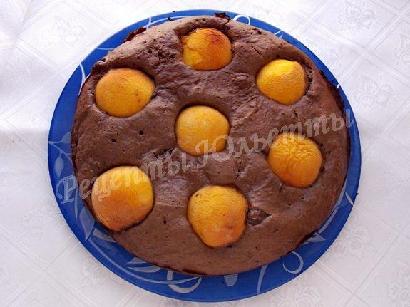 шоколадно-персиковый пирог