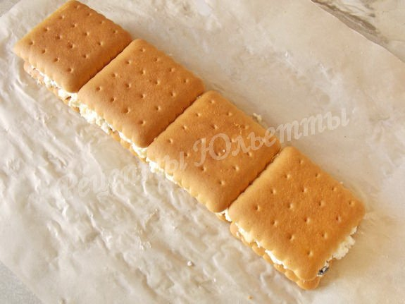 на творог кладём печенье