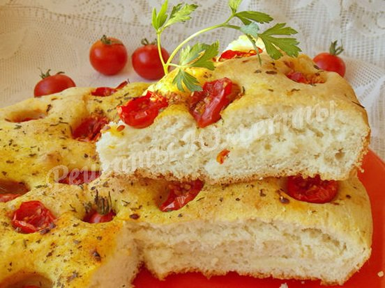 фокачча со свежими помидорами