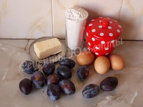 ингредиенты для шарлотки со сливами