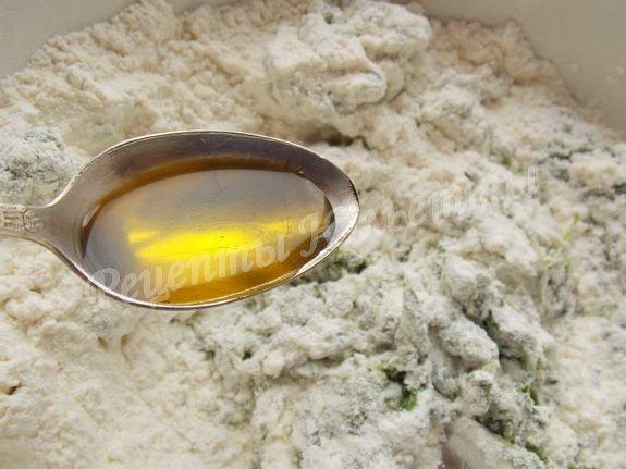 перемешиваем и вливаем оливковое масло
