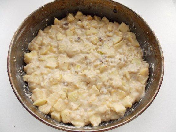 перемешиваем и выкладываем тесто в форму