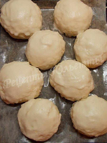 глазируем булочки вторым видом теста