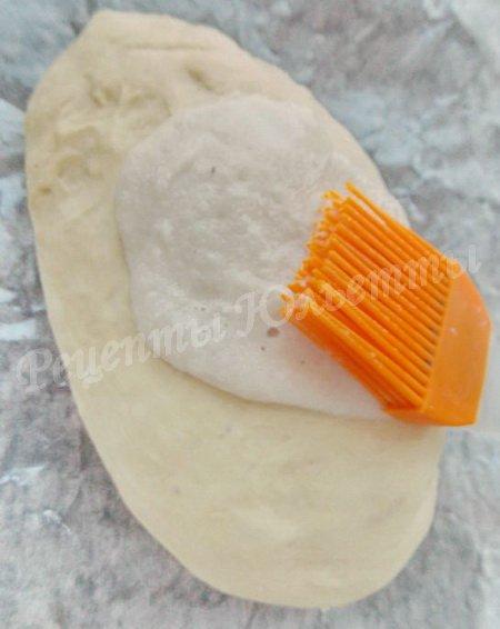 смазываем хлеб рисовым тестом