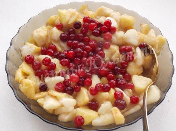 добавляем к яблокам ягоды