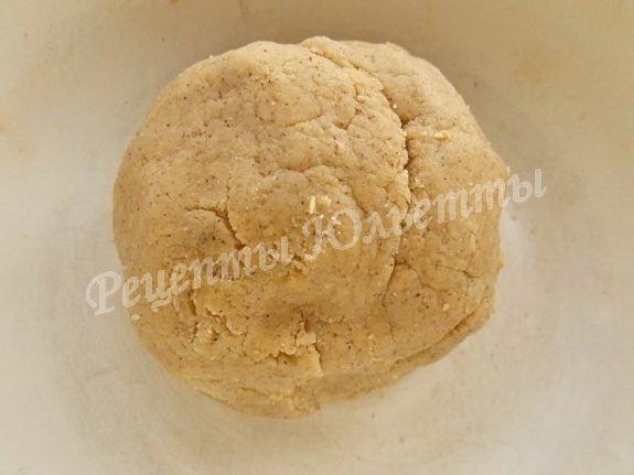 замешиваем песочно-ореховое тесто