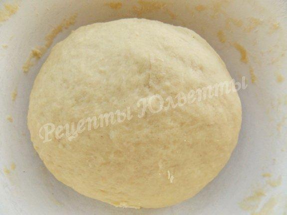 замешиваем тесто и ставим в тёплое место
