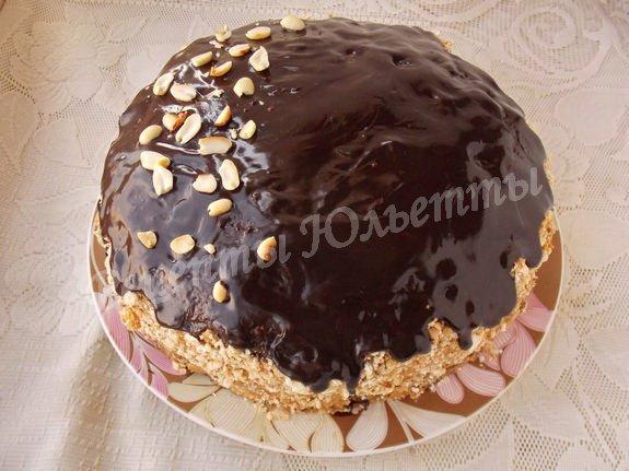 вкусный шоколадный торт с орехами