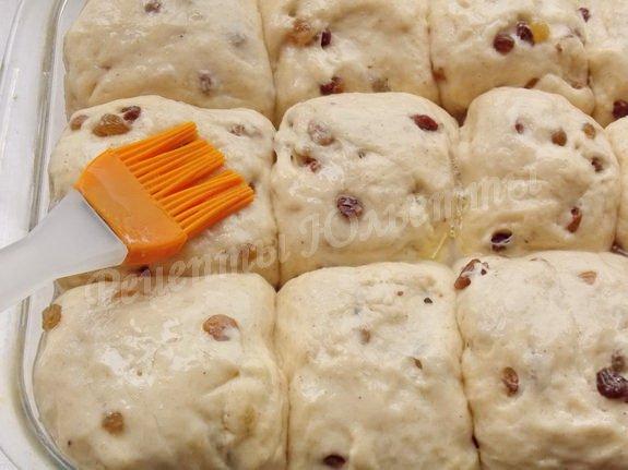 смазываем булочки