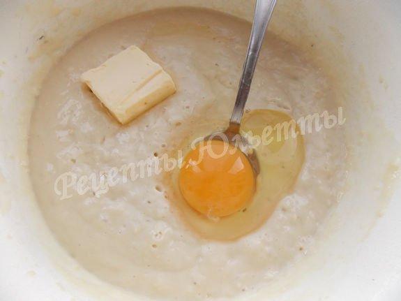 добавляем яйцо и масло