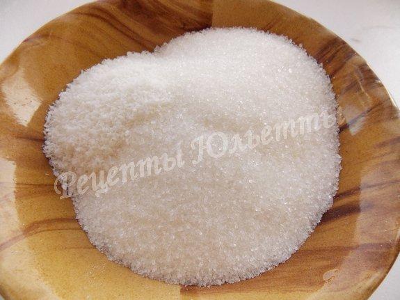 смешиваем сахар и кокосовую стружку
