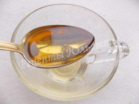 смешиваем подсолнечное масло с кипятком