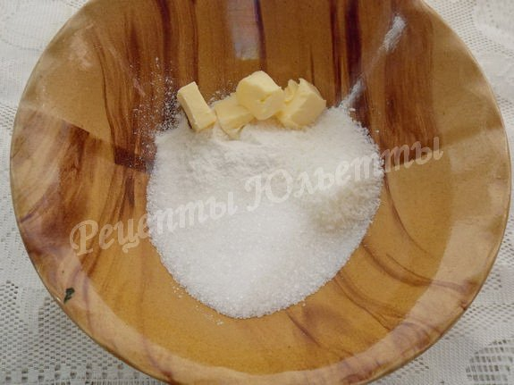 соединяем сахар, масло, кокосовую стружку