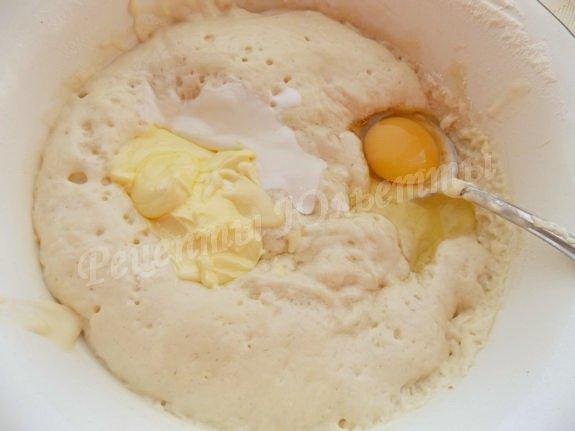 добавляем яйцо или сметану