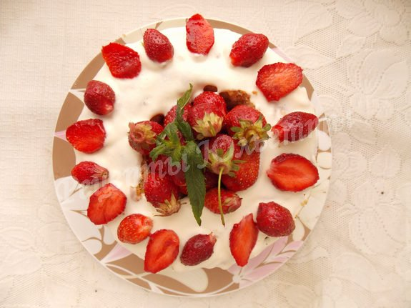 украшаем торт ягодами