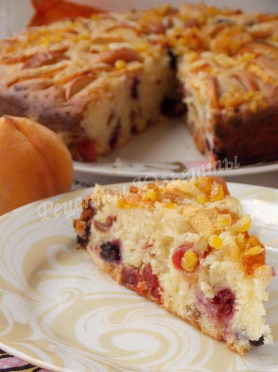 вкусный пирог с ягодами и фруктами